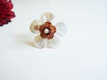 Inel din sidef in forma de floare