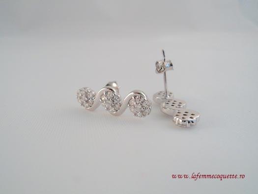 cercei din argint cu pietricele albe