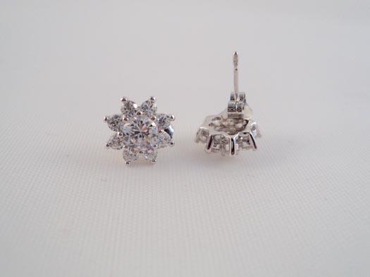cercei din argint cu flori albe din zircon