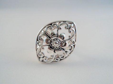 inel din argint cu model floral