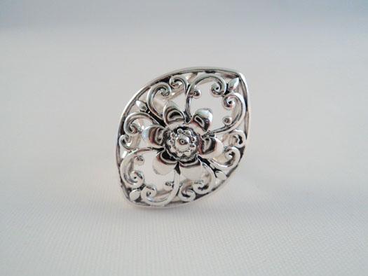 inel din argint cu floare