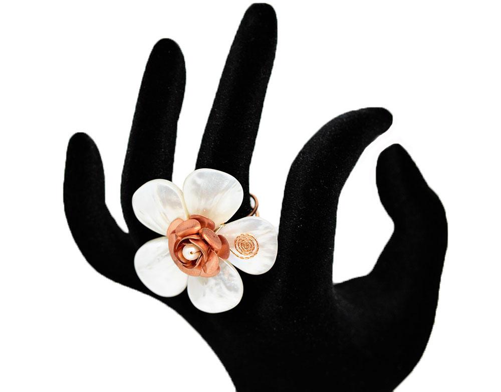 inel statement cu floare din sidef