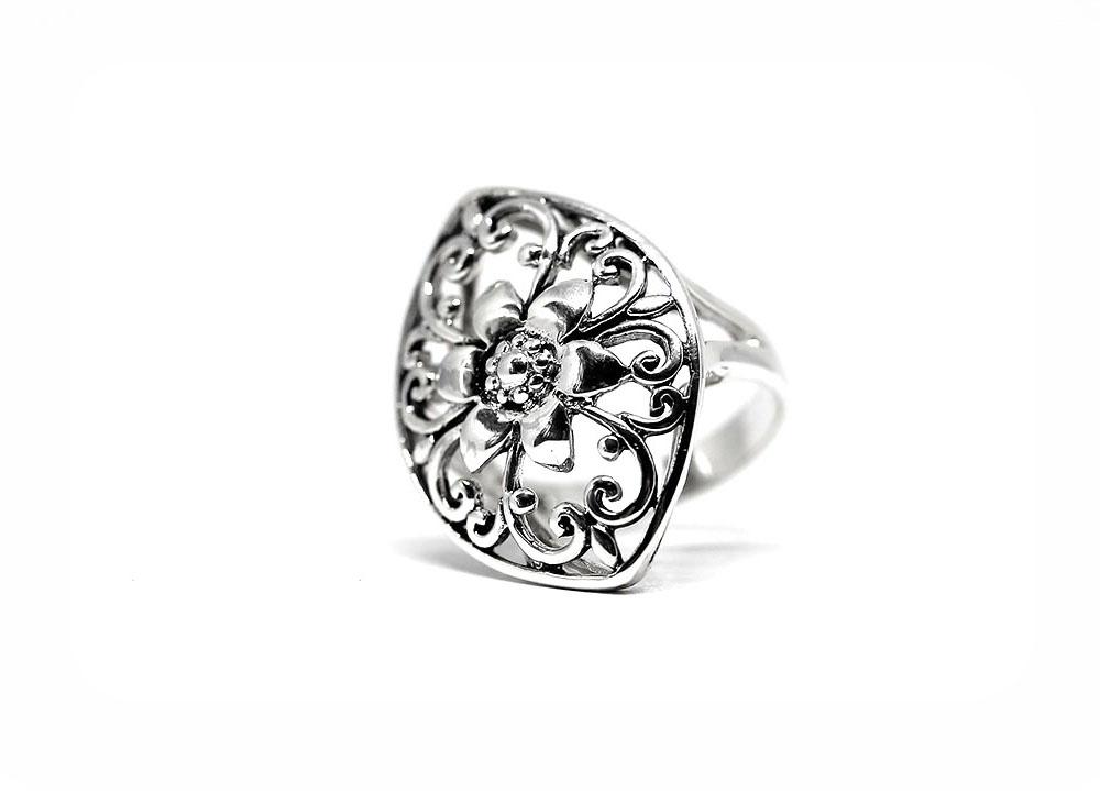inel cu floare mare din argint