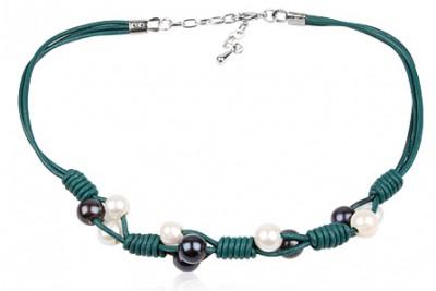 Colier din piele verde cu perle albe si negre