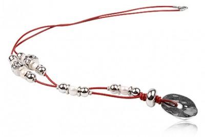 Colier lung din piele rosie si medalion argintiu
