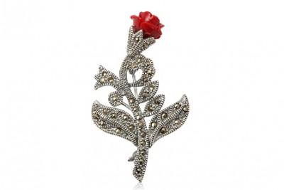 Brosa din argint cu trandafir rosu