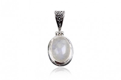Pandantiv din argint cu piatra lunii