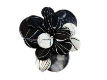Brosa din sidef cu alb si negru