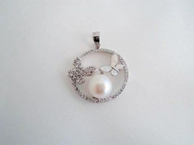Pandantiv cu fluturasi si perla alba din argint