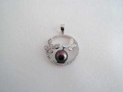 Pandantiv din argint cu perla neagra
