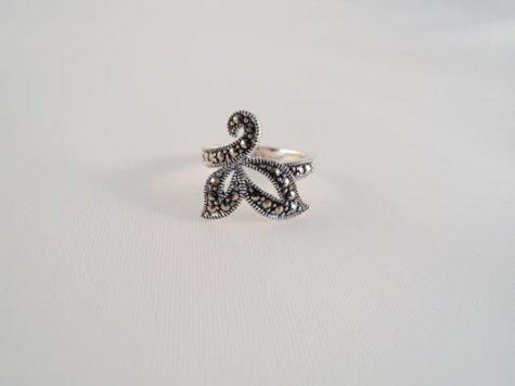 inel din argint cu marcasite