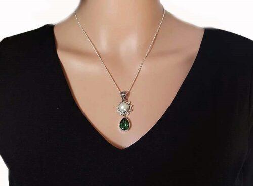 pandantiv cu perla si cuart verde