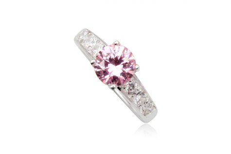 inel logodna cu piatra rotunda roz