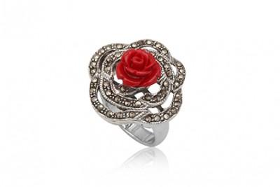 Inel superb cu trandafir rosu
