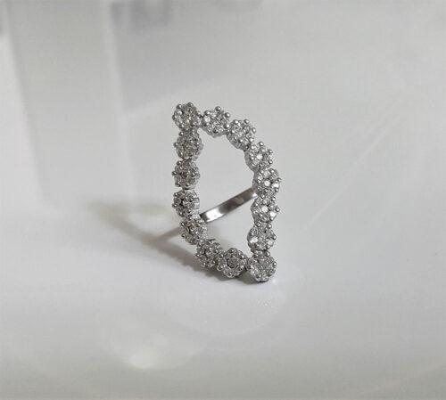 inel superb cu flori din zircon
