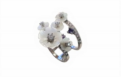 Inel cu flori din sidef alb si pietre mov