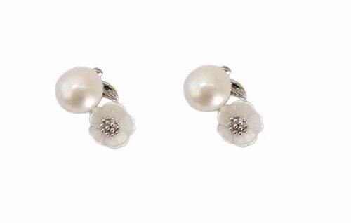 cercei cu flori perle si sidef alb