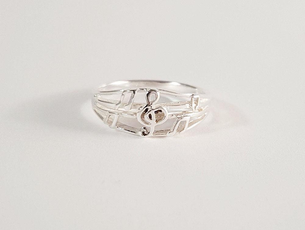inel din argint cu portativ