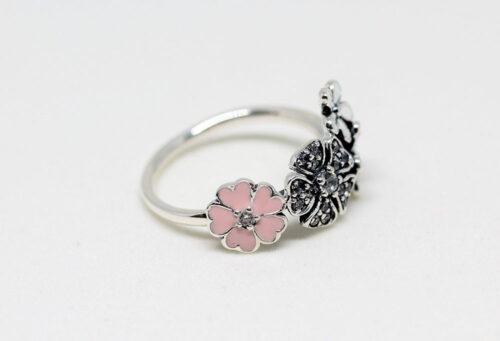 inel argint cu flori albe si roz