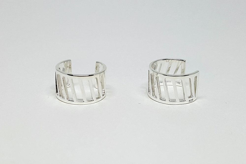 cercei ear cuff cu linii decupate in argint