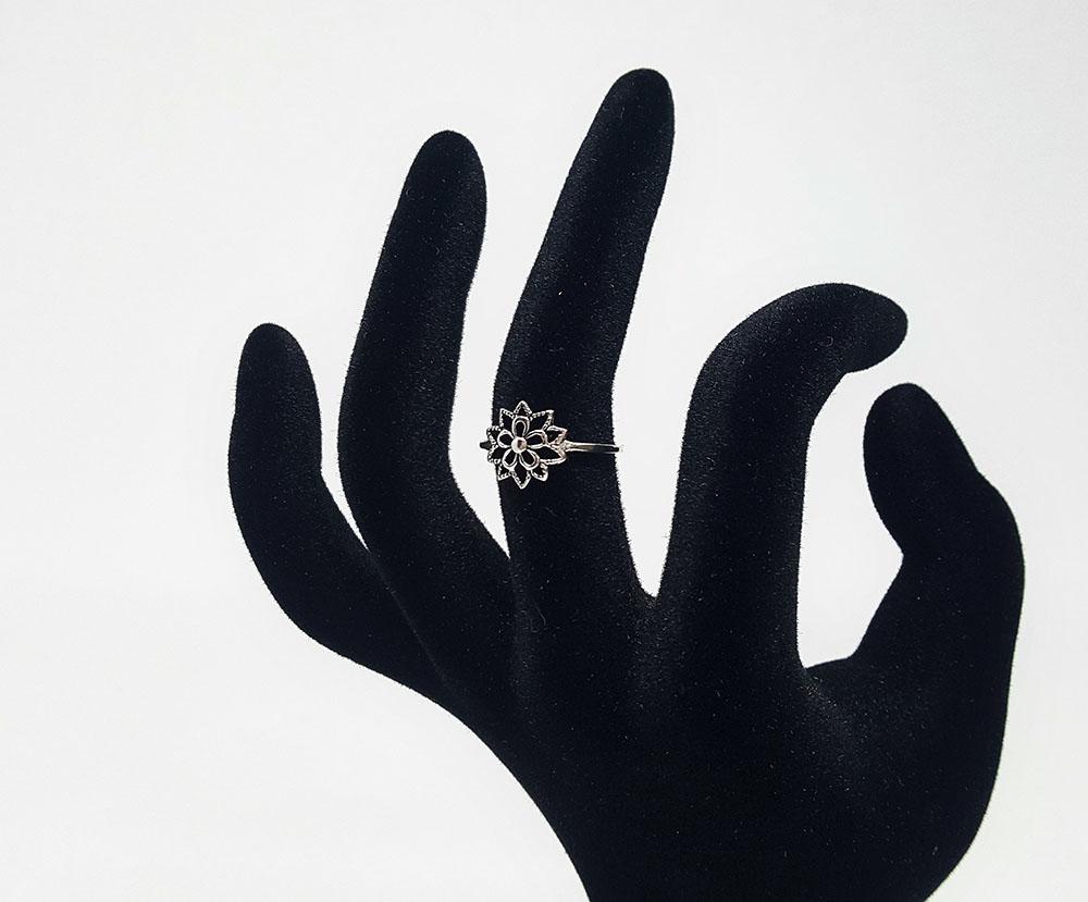 inel finut cu floare superba argint