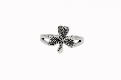 inel din argint cu trifoi