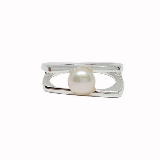 inel in tendinte cu perla