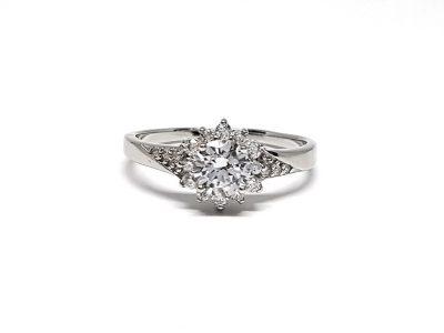 inel de logodna cu floare superba