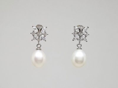 cercei eleganti cu zirconii si perle