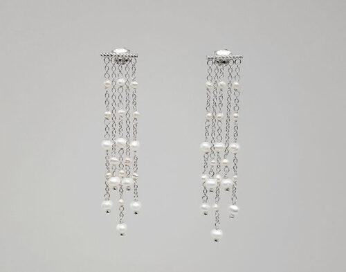 cercei lungi din argint si perle mici