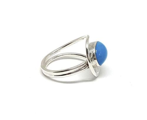 Inel modern cu piatra albastra