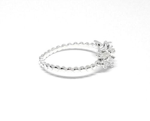 inel cu flori delicate din argint