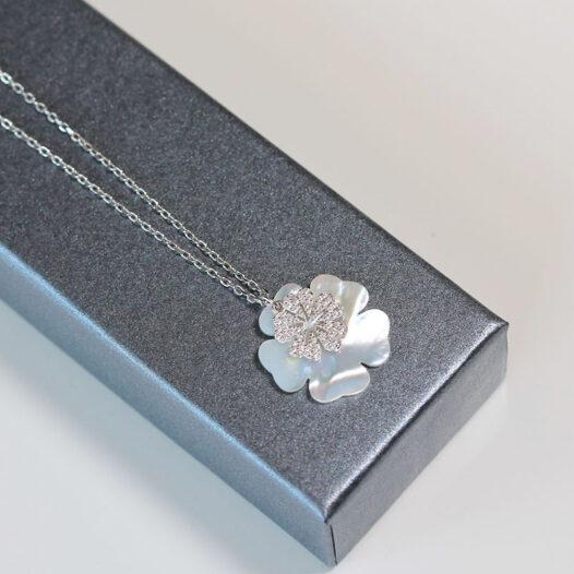 colier din argint cu floare din sidef